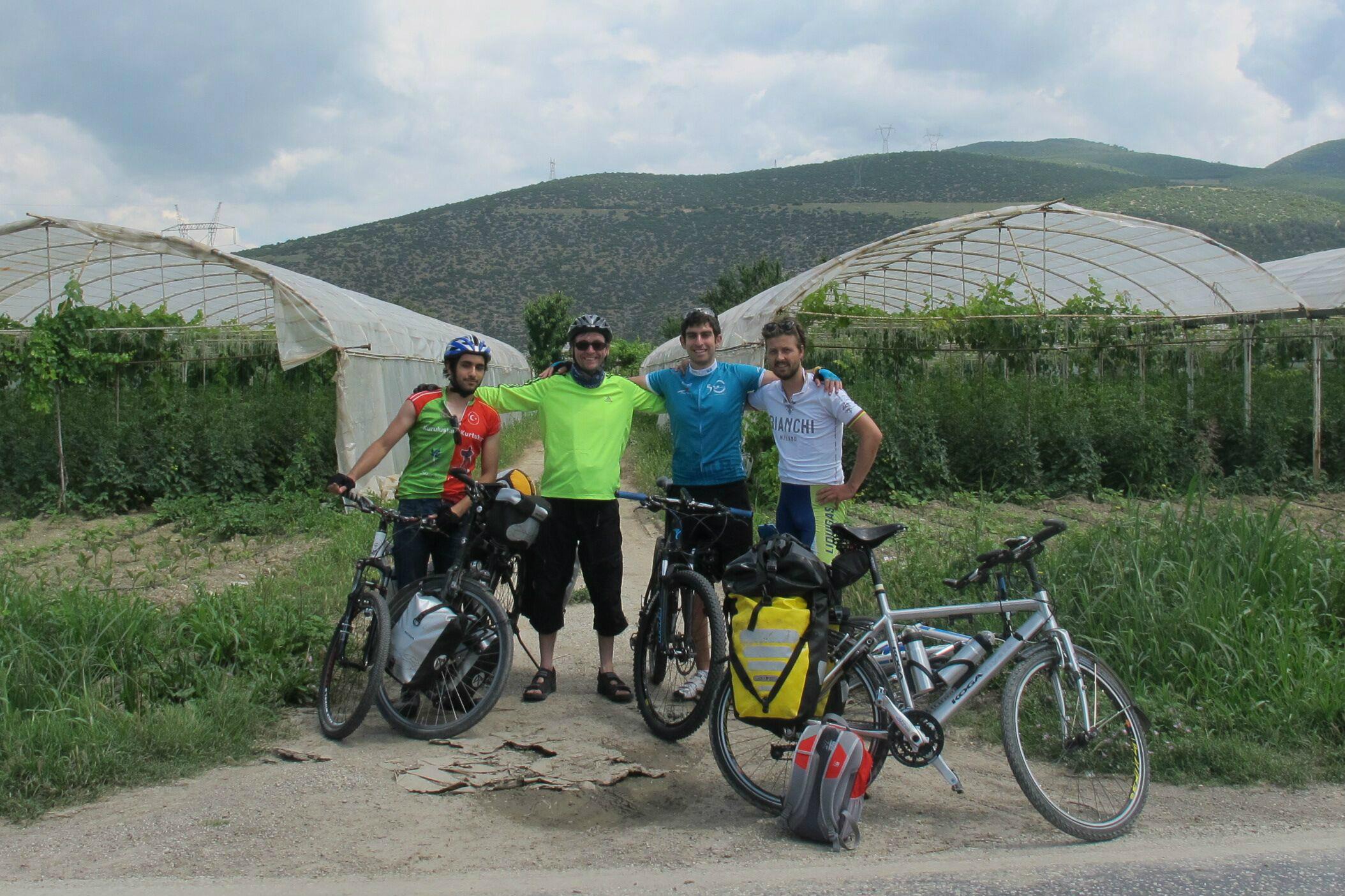 Daan with Turkish University Cycle Club members