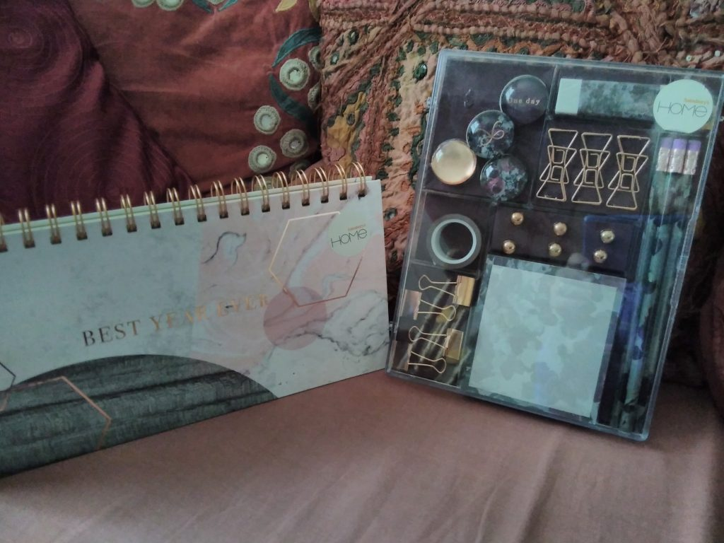 Best year ever- desk planner and olive and gold marble print stationery set